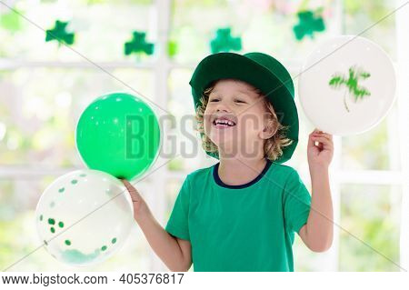 Family Celebrating St. Patrick\'s Day. Irish Holiday, Culture And Tradition. Kids Wear Green Leprech