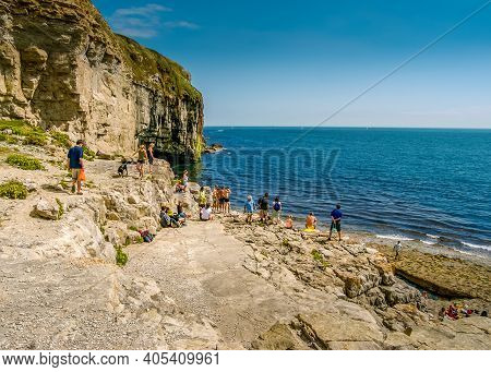 Tourists Look Out To The Sea From The Rocky Dancing Ledge, Langton Matravers, Near Swanage, Dorset,