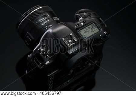 Barnaul, Russia-november 21, 2020: Canon Eos 1ds Mark 2 Slr Camera On A Black Background. Advertisin