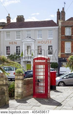 Devizes, Wiltshire, Uk, August 25 2020. Traditional Red Phonebox In Devizes, England, United Kingdom