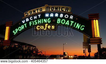 Santa Monica, Los Angeles Ca Usa - 19 Dec 2019: Summertime Iconic Vintage Symbol. Classic Illuminate