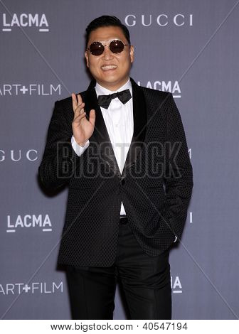 LOS ANGELES - 27 okt: PSY arriveert op de hosts LACMA 2012 Art + Film Gala op 27 oktober 2012 in Lo