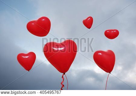 Love Heart Balloons For Valentine\'s Day Concept Design. Bunch Of Red Heart Balloons Element Floatin