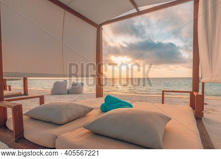 Amazing Beach Canopy With Summer Vacation Mood. Sunset Colors, Sea Sand Sky Beach Concept With Endle