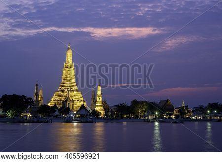 Wat Arun Ratchawararam Ratchawaramahawihan Or Wat Arun Meaning Temple Of Dawn On Chao Phraya River I