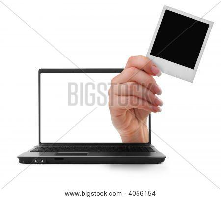 Notebook mit einer hand