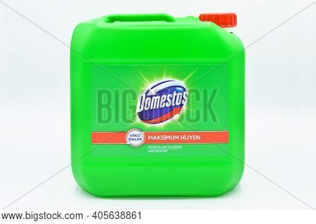 5 Lt Green Plastic Bottle, Strong Cleaning And Hygiene Bleach Produced By Domestos Unilever, Turkey