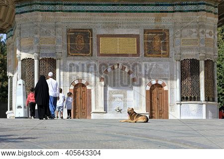 Istanbul, Turkey - October 05, 2020. Family Wigh 3 Children In Front Of The Fountain Of Sultan Ahmed
