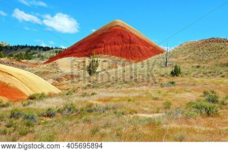 Red Point - A View Of Red Hill In The Painted Hills - John Day Fossil Beds National Monument - Near
