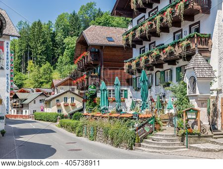 Sankt Wolfgang, Austria - Juli 19, 2017: Cityview With Hotels And Restaurants Of Sankt Wolfgang Am W