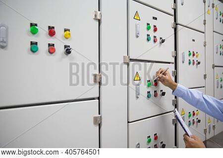 Electrical Engineer Checking Electrical Voltage At Circuit Breaker Air Handling Unit (ahu) Starter C