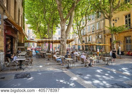Aix-en-provence - July 27, 2019: Picturesque Square, Street With Cafes And Unidentified People In Ai