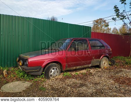 Moscow, Russia - October 18, 2020: Old Broken Car. Abandoned Rusty Car At The Fence In The Yard