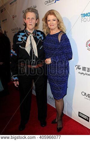 BEVERLY HILLS - NOV 11: Dr Temple Grandin, Mary Hart at AMT's 2017 D.R.E.A.M. Gala benefiting Autism Works Now at Montage Beverly Hills on November 11, 2017 in Beverly Hills, California