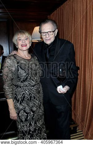 BEVERLY HILLS - NOV 11: Joanne Lara, Larry King at AMT's 2017 D.R.E.A.M. Gala benefiting Autism Works Now at Montage Beverly Hills on November 11, 2017 in Beverly Hills, California