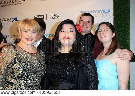 BEVERLY HILLS - NOV 11: Joanne Lara, Spencer Harte, guests at AMT's 2017 D.R.E.A.M. Gala benefiting Autism Works Now at Montage Beverly Hills on November 11, 2017 in Beverly Hills, California