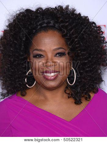 LOS ANGELES - AUG 12:  Oprah Winfrey arrives to