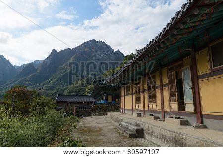 Sinheungsa Temple In Seoraksan National Park ,sokcho South Korea