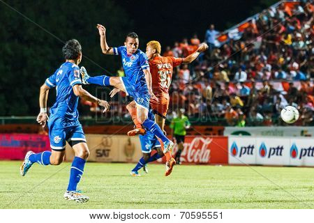 Sisaket Thailand-august 13: Paitoon Tiepma Of Ptt Rayong Fc. (blue) In Action During Thai Premier Le