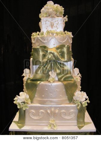 5 tier wedding cake with green bow