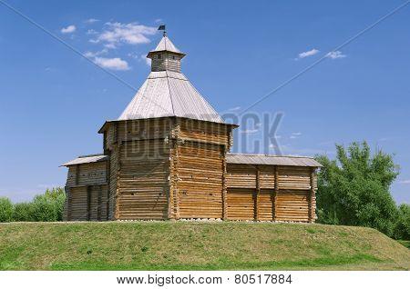 Mokhovaya wooden watchtower