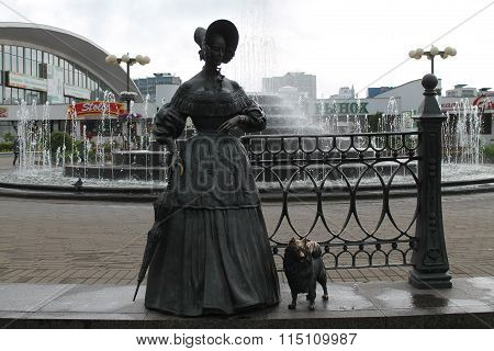 lady with dog ( statue)