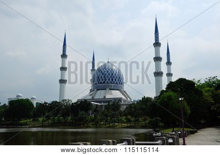 Sultan Salahuddin Abdul Aziz Shah Mosque a.k.a Shah Alam Mosque