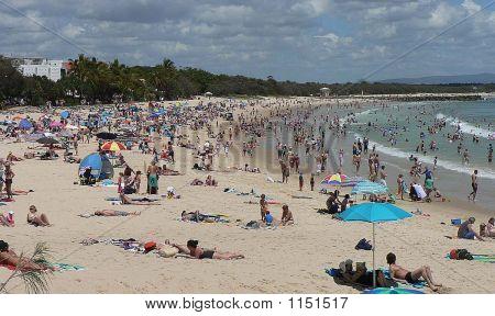 Crowded Beach2