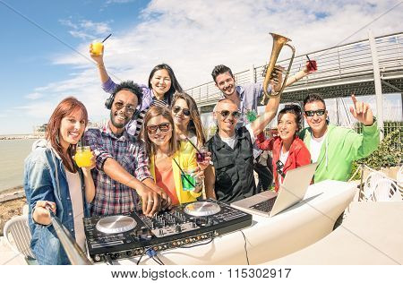Funky Hipster People Taking Selfie And Having Fun Together At Beach Rave Afterhour Party - Summer Fe