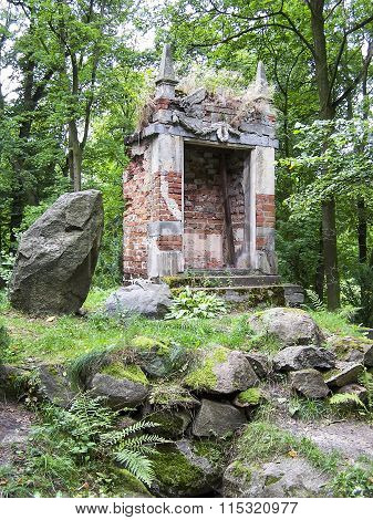 Building over the grotto of the Sibyl in Arkadia, Poland