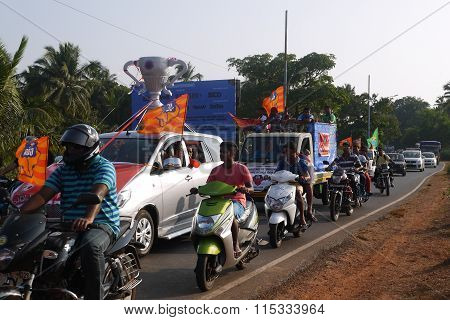 Procession of football fans in honor of a victory of a favorite team in December of the 18th of 2015 to Goa in India