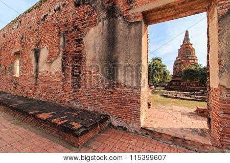 The door of the Ratburana Temple wall, looking the ancient Pagoda of King Borommarachathirat II