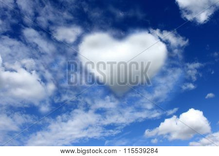 Beautiful cloud in cards of heart against the blue sky.