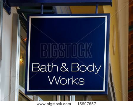 Bath & Body Works Exterior And Sign