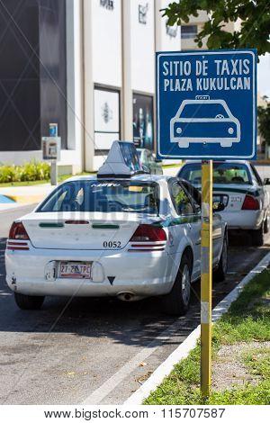 Taxi Parking Zone Near Kukulcan Plaza At Zona Hotelera