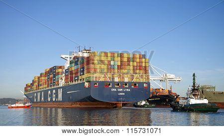 Cargo Ship CMA CGM LYRA departing the Port of Oakland