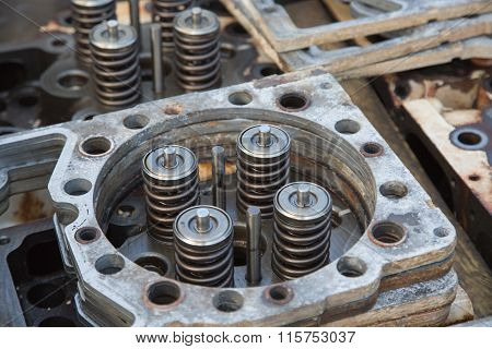 model of a vehicle engine, engine exhaust valve and intake valve, spring valve of the engine