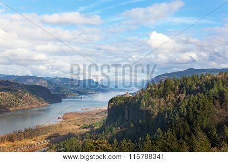 Crown Point Overlooking Columbia River Gorge Daytime
