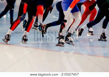 mass start competition legs women athletes speed skaters