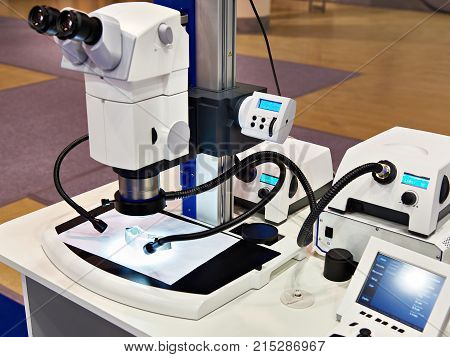 Stereomicroscope and LED lighting for materials research