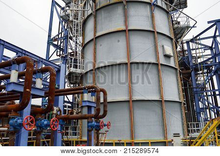 Large capacity for the petrochemical industry. Oil refining.