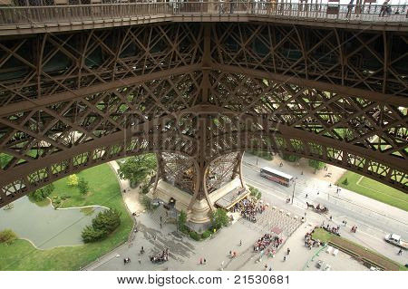 Eiffle Tower engineering details