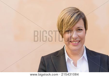 Professional business woman smiling outdoor ( Business woman )