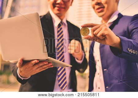 Businessmen succeed in and earn from bitcoin.