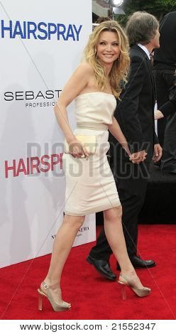 LOS ANGELES - JUL 10: Michelle Pfeiffer at the premiere of 'Hairspray' at the Mann Village Theater in Westwood, Los Angeles, California on July 10, 2007