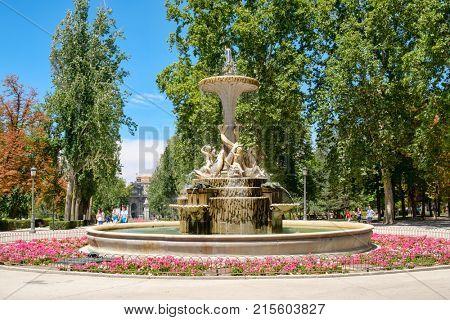 MADRID,SPAIN - AUGUST 7, 2017 : Summer scene with a fountain at Parque del Buen Retiro in Madrid