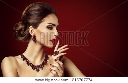 Fashion Model Red Stone Jewelry Woman Retro Makeup and Red Gemstones Ring Earrings Necklace