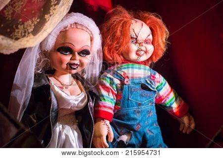 LOS ANGELES USA - AUGUST 25 2017: The characters Tiffanu and Chucky from the horror movie trilogy Child's Play in Hollywood Wax Museum. Editorial.