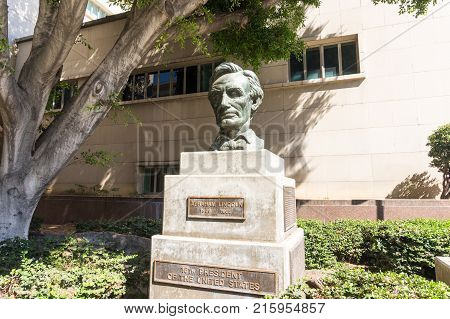 LOS ANGELES USA - AUGUST 28 2017: The Statue of Abraham Lincoln in a park Downtown LA. Editorial.