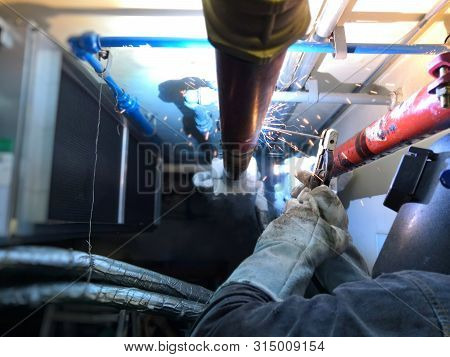 Technician Is Welding The Black Steel Pipe After The Freezing Pipe Because Cannot Shut Off Valve.tec